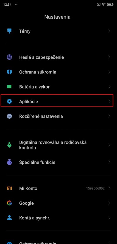 pristup aplikacii k castiam smartfonu